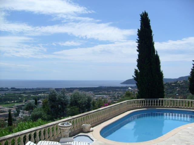 Petite maison avec piscine vue mer mandelieu la napoule for Piscine mandelieu