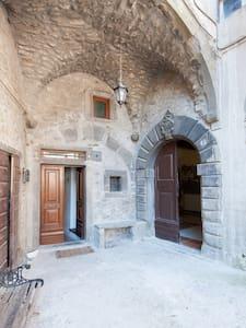 Un Palazzo Medievale di Campagna - Casola In Lunigiana - Talo