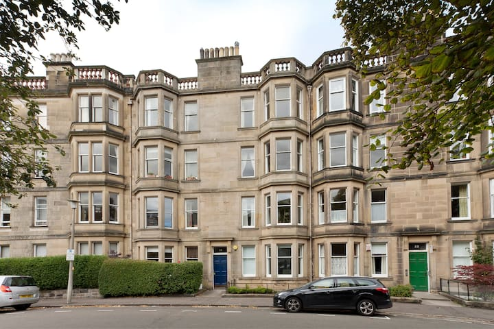 380 - Spacious top floor flat