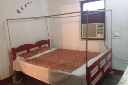 Prasad Guest House (Room 001 A/C) FREE WiFi 24Hrs - Gaya