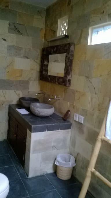 SdB double vasque, WC, douche à l'italienne