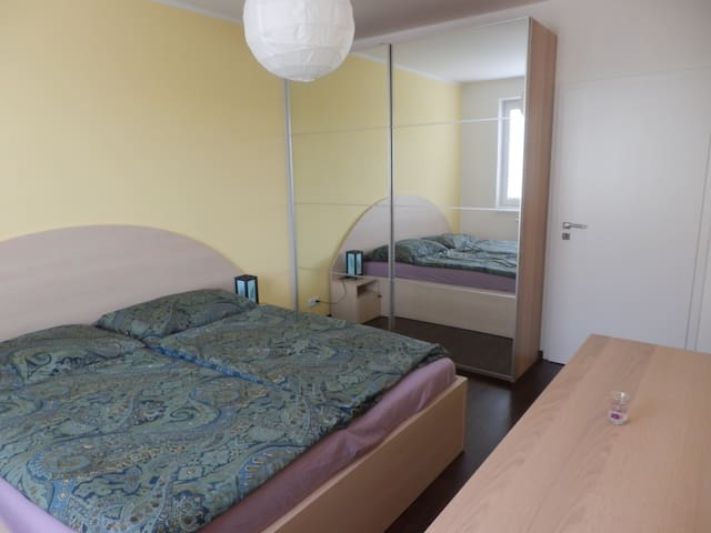 Cosy room in a spatious & new flat - เบอร์โน
