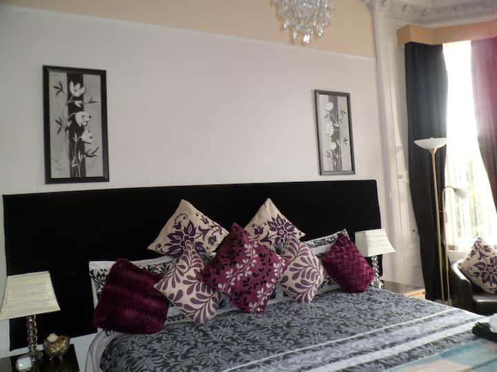 R3) Twin or Double en-suite room