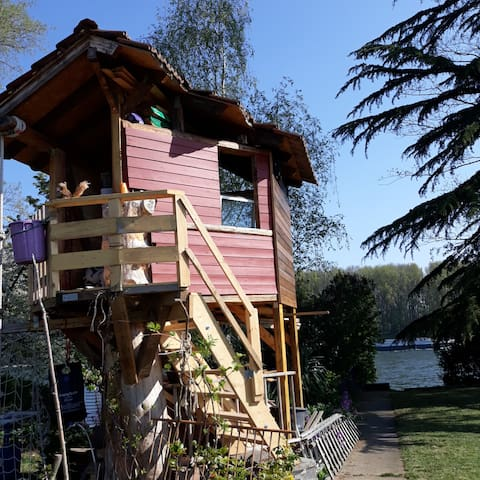 Camping with riverview in a romantic garden