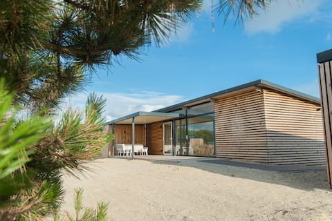 Comfortable lodge with dishwasher, at 900 m. from the beach