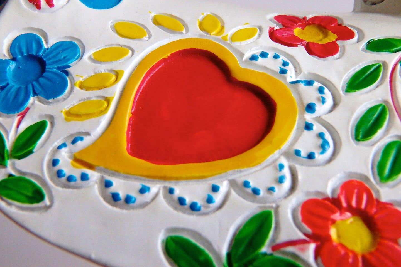 O símbolo da Casa de Amarante que reflecte amor, tradição, carinho e bom gosto. Tudo aquilo em que apostamos para que os nossos hóspedes se sintam em casa.