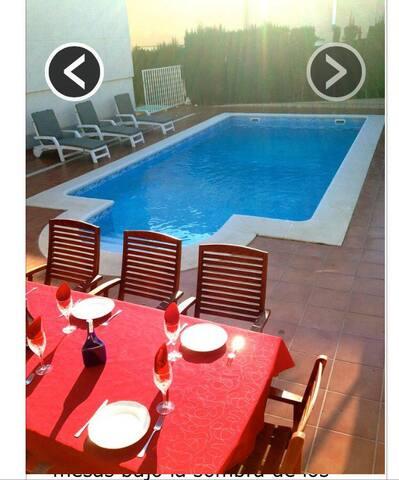 Casa con piscina, con 5 dormitorios - Cunit - Huis