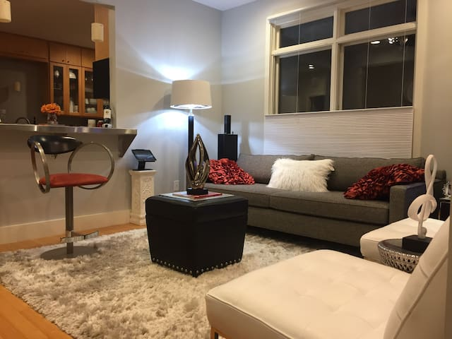 Contemporary Condo 1 Mile From Downtown! - Nashville - Appartement en résidence