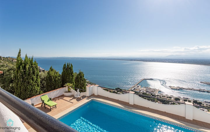 Beautiful Villa with pool and spectacular views of the Bay of Roses. Puesta de sol