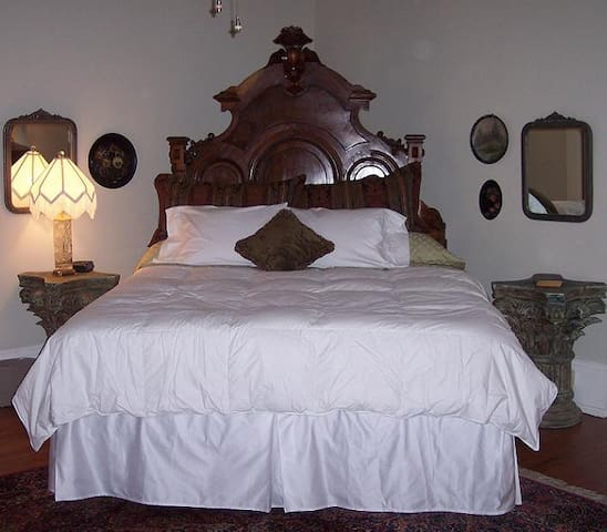 A Beautiful Victorian King Suite - Columbus - Bed & Breakfast
