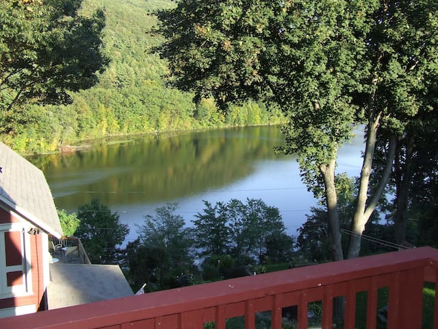Charming Town & Country Apartment - Brattleboro - Appartement