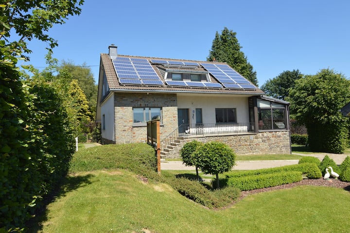 Luxurious Holiday Home with Sauna in Bütgenbach