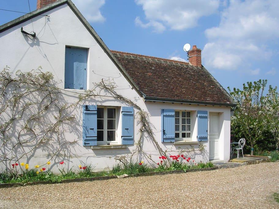 gite du vieux porche 2 4 personnes houses for rent in. Black Bedroom Furniture Sets. Home Design Ideas