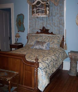 A Charming French Suite - Bed & Breakfast