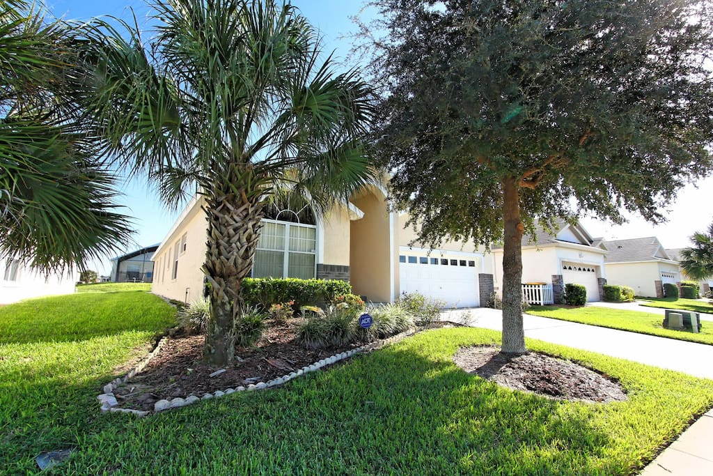 Bring your family to stay at this spacious and elegantly designed 5 bedroom pool home that's just minutes from Walt Disney World® Resort here in Orlando, Florida.