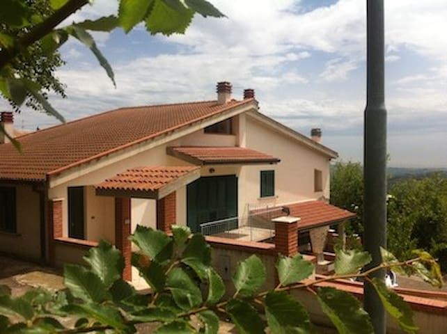 Villa:sea view, 15 min from the sea - Atri - Huis