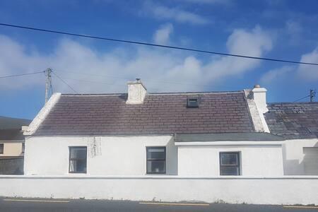 Sea View Cottage - Dooagh, Achill Island