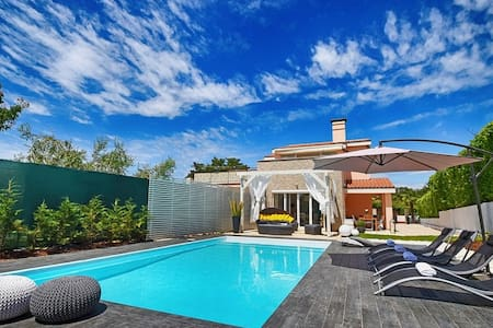 Villa Evita with pool for 8 persons - Kukci