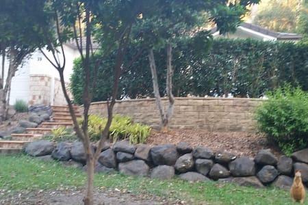 Gold Coast Holiday House - Elanora - บ้าน
