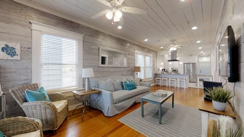Wave On Wave, 4BR - Steps to the Beach!!