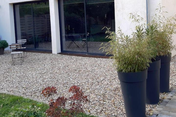 Jolie maison, pratique et bien agencée avec jardin