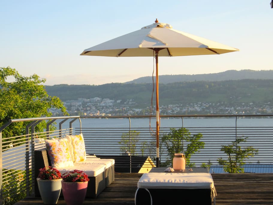 Terrace overlooking the lake of Zürich