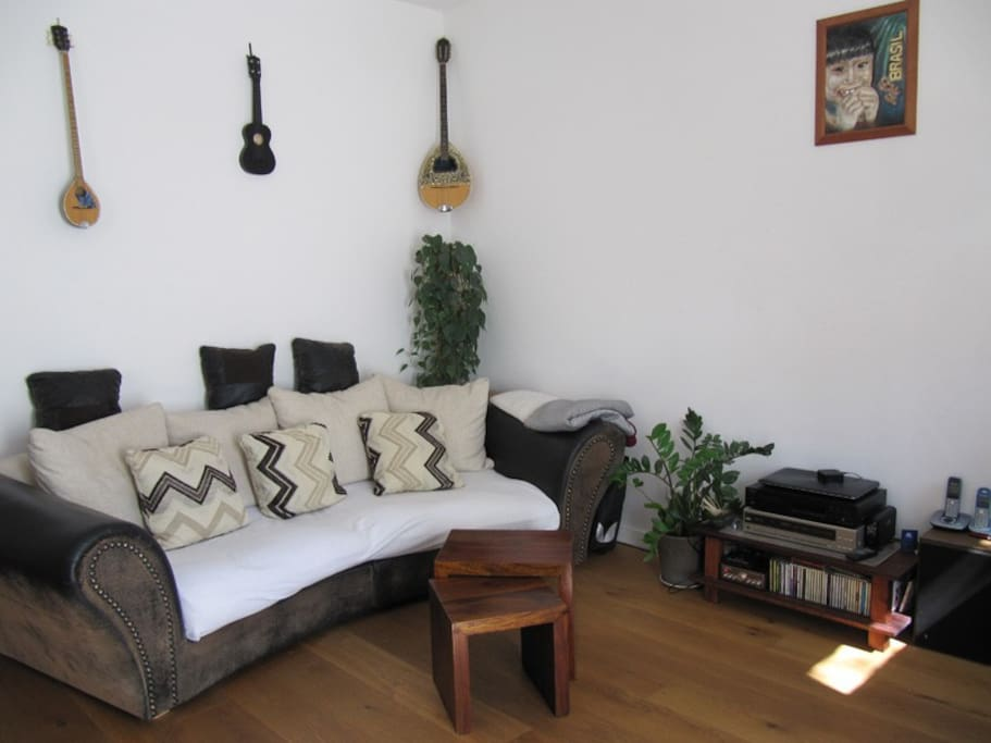sch ne helle wohnung mit garten apartments for rent in. Black Bedroom Furniture Sets. Home Design Ideas