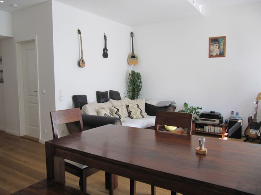 sch ne helle wohnung mit garten wohnungen zur miete in. Black Bedroom Furniture Sets. Home Design Ideas