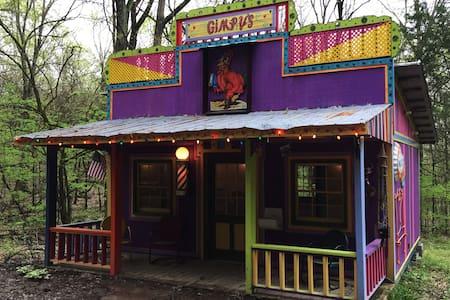Eclectic getaway cabin - Franklin - 小屋