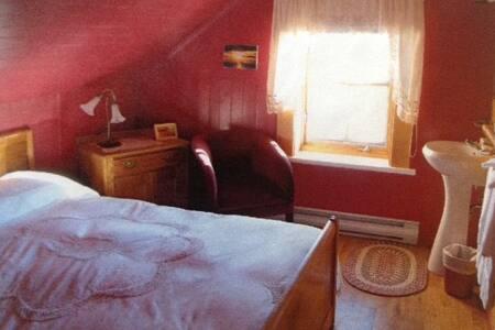 Gîte aux 5 Lucarnes (guesthouse) - Rimouski