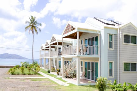 Stunning Oceanfront Flat in a Superb Location: V7 - Tortola - Villa
