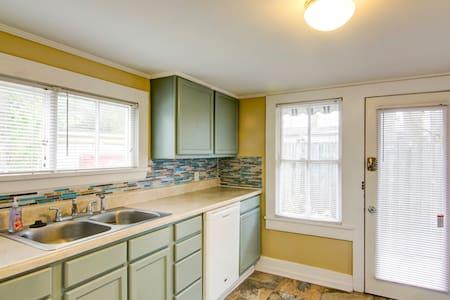 Vacation Beach Getaway - Apartment