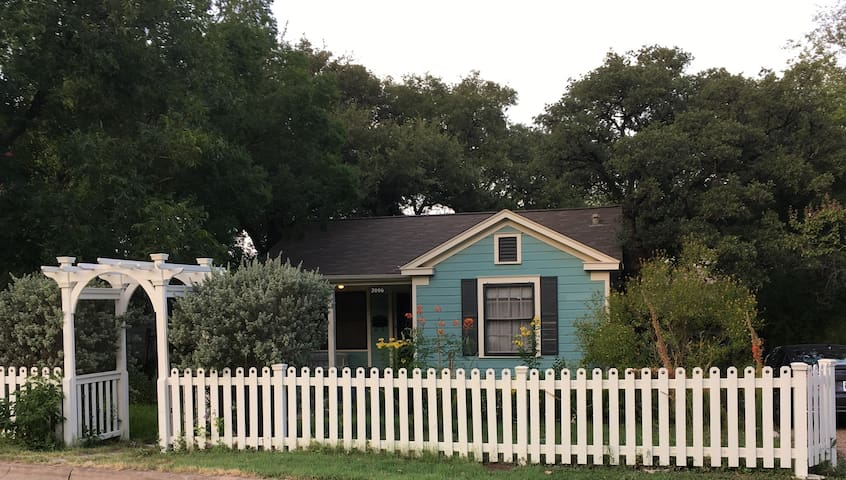 Charming Arts & Crafts home - SOLA