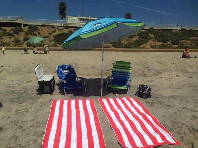 Comes with use of chairs, umbrella, towels and cooler, for the beach.