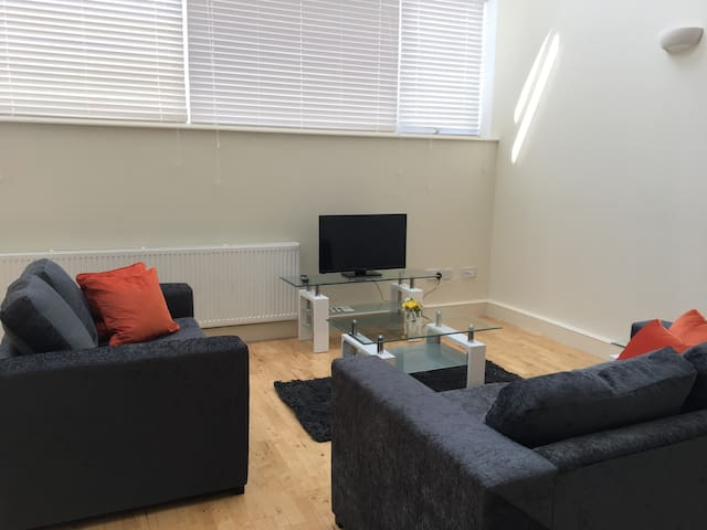 Luxury 2 Bedroom apartment for London and Stansted