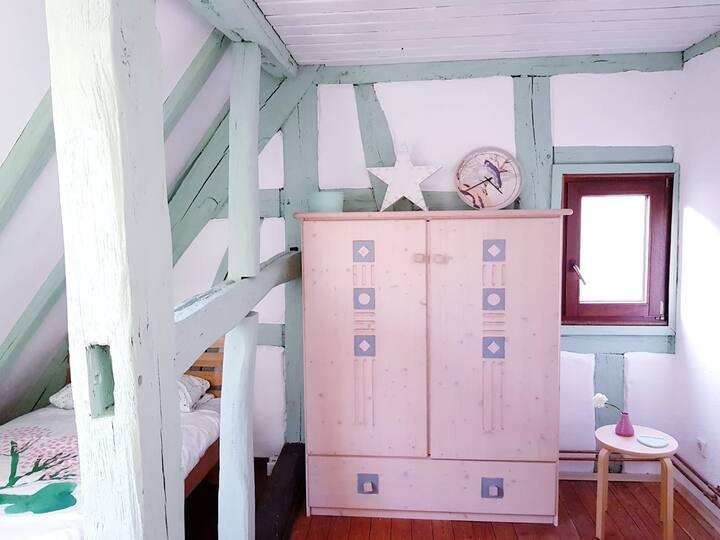 Freundliche moderne Wohnung in altem Bauernhaus