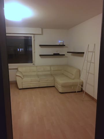 One room apartment by Messe Platz.