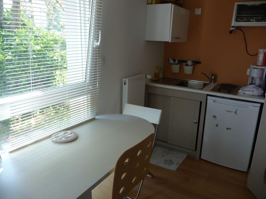 Petit studio meubl tout confort maisons louer brest for Location meuble brest
