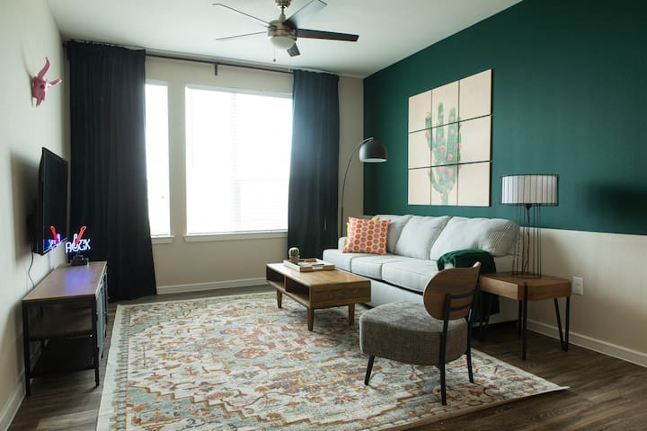 Luxe 1BR near Barton Creek #2614 by WanderJaunt