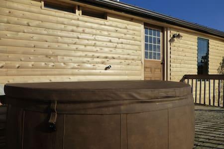 Stowe Log Cabin: Fireplace | Hot Tub | Mtn. Views - Morristown