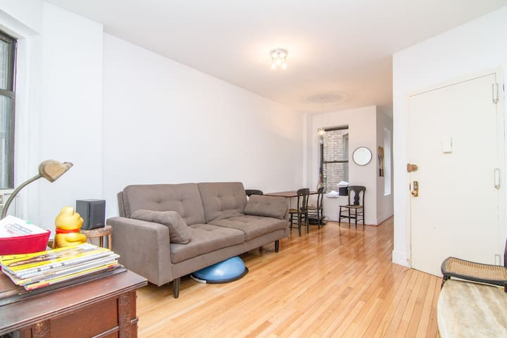 Full floor LES 1 Bdrm bright & sunny