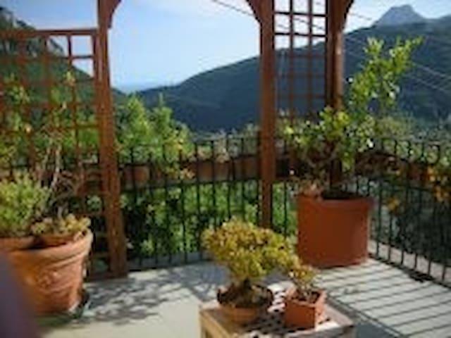 Accoglienza in casale in collina - Cava De' Tirreni - Huis