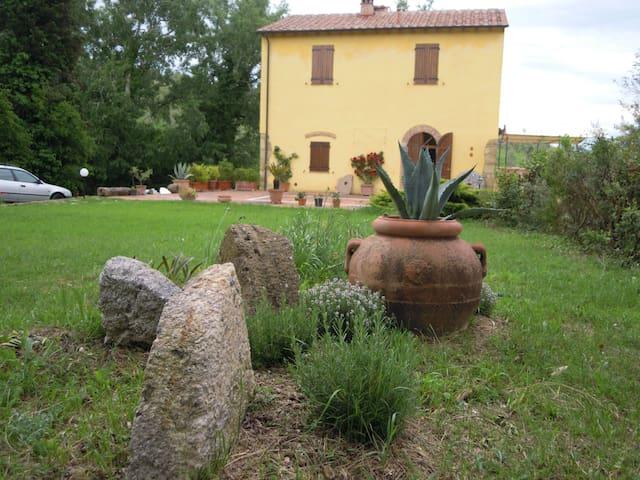 Casa Vacanza immersa nel verde - Gabbro - Hus