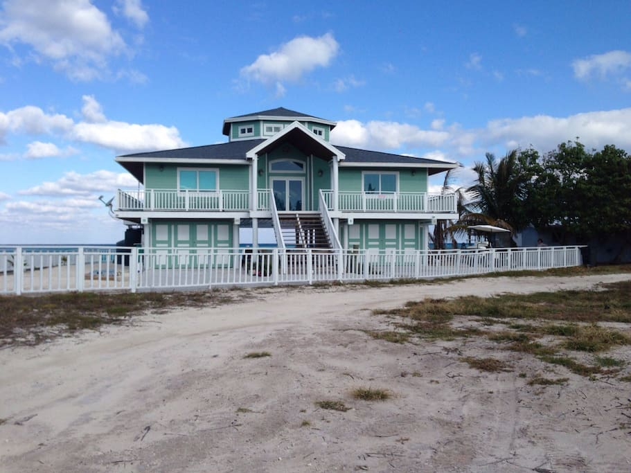 Bimini house on the beach houses for rent in bimini for Beach houses for rent in bahamas