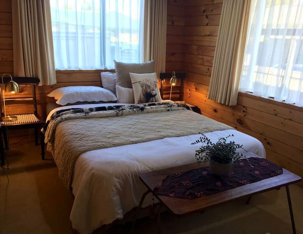 Dainty Duo Guest Suite with Spa
