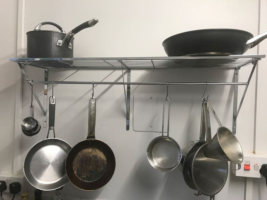 Assorted pots:pans