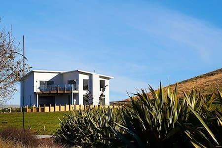 Shearwater House - stunning executive house! - Kaikoura