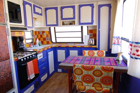 Colorful Baja Camper with lake & mountain views - Bridgeport - Camping-car/caravane