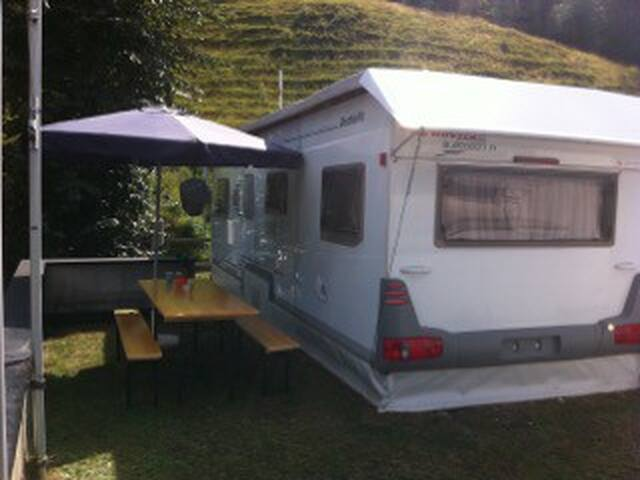 Lovely trailer in Switzerland - Churwalden - รถบ้าน/รถ RV