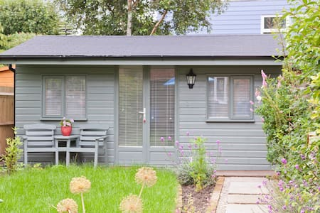 Cosy Cabin near Hampton Court - West Molesey
